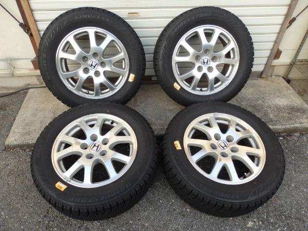 ブリジストンBLIZZAK REVO2 215/60R16 950スタッドレスタイヤ