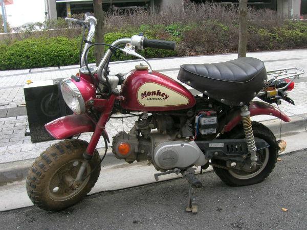 放置不動バイク(ホンダ・モンキー)の無料回収